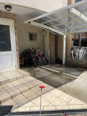 【お掃除】玄関周りの清掃を行いました!