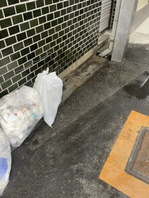 【掃除】ご自宅周りの排水溝周りを掃除致しました!